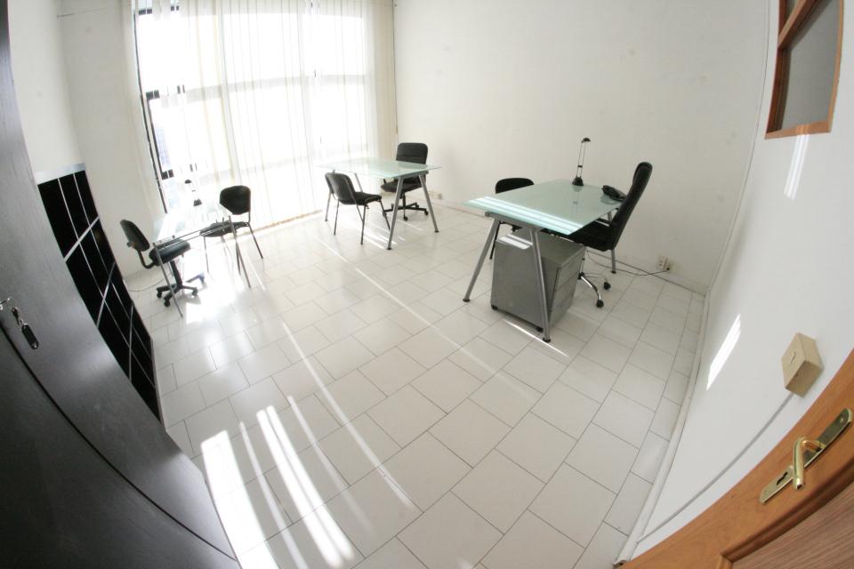 Ufficio panoramico high tech con sala riunioni parcheggi